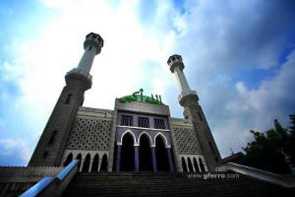 Shalat Jama'ah Sahkah di Selain Masjid?