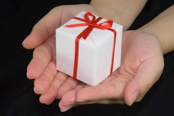 Fatwa Ulama: Hukum Menerima Hadiah Dari Non-Muslim Di Hari Raya Mereka