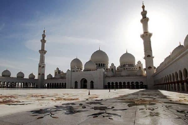 Gemar Memakmurkan Masjid, Sifat Orang Beriman