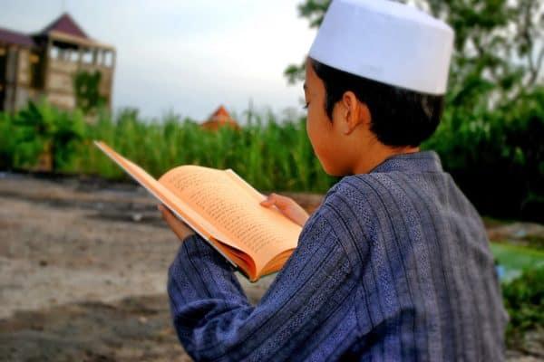 Tepatkah Belajar Agama Tanpa Guru?